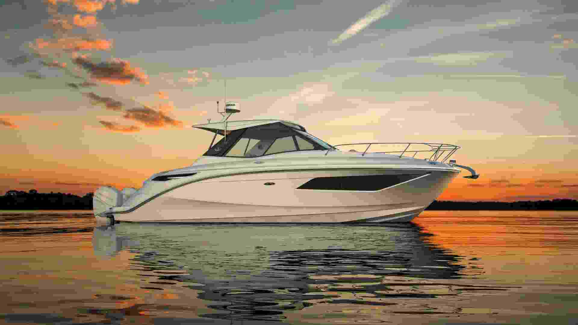 320 Sundancer Coupe Outboard starboard profile