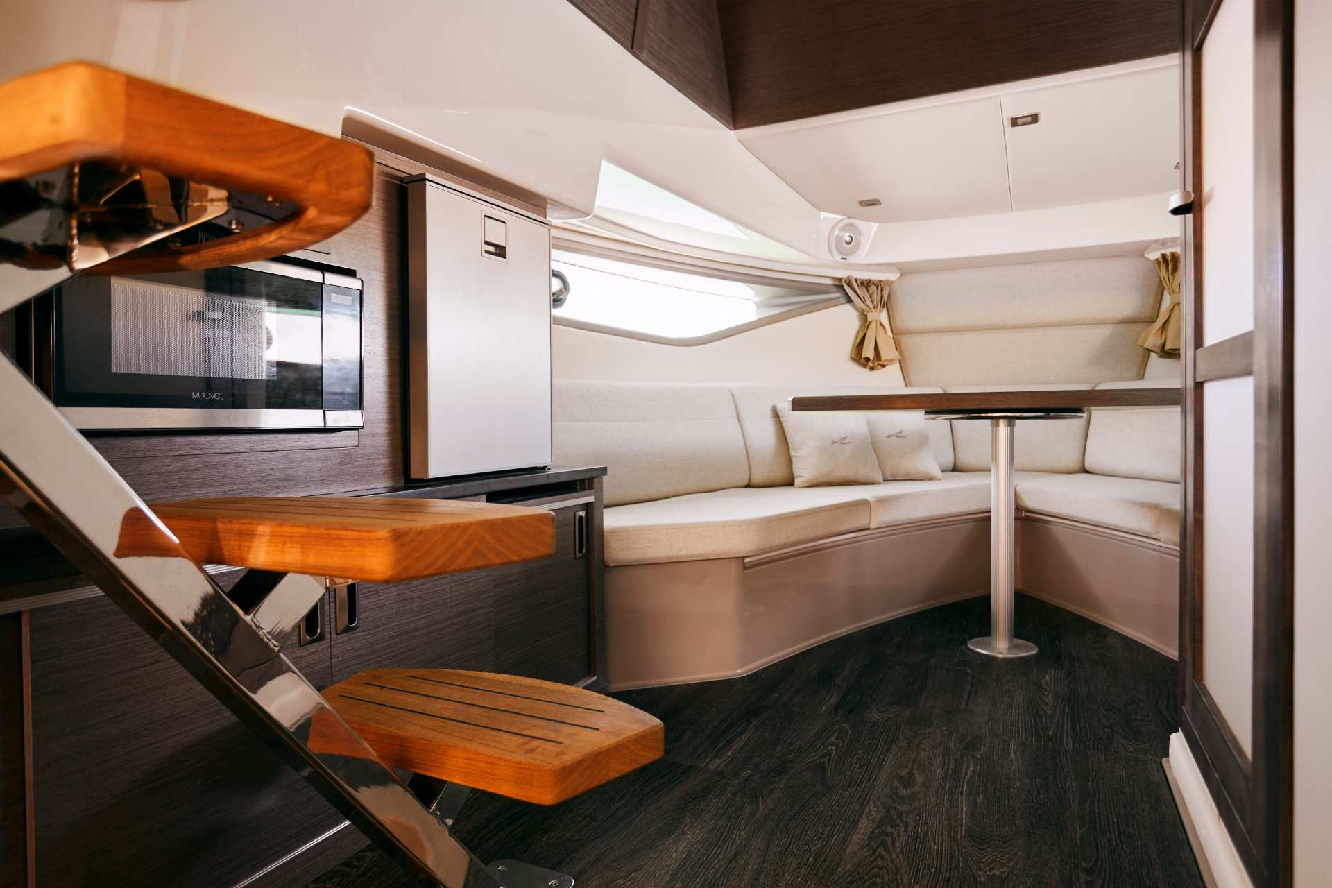 Sundancer 320 Coupe Outboard cabin looking forward