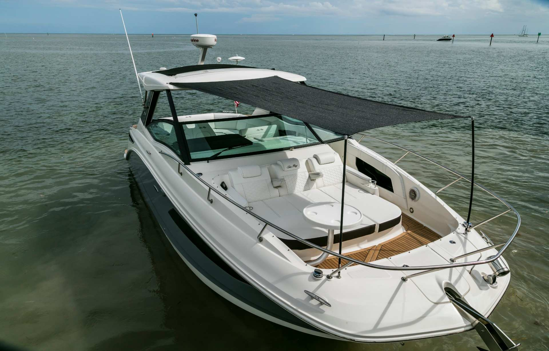 Sundancer 320 Outboard bow shade