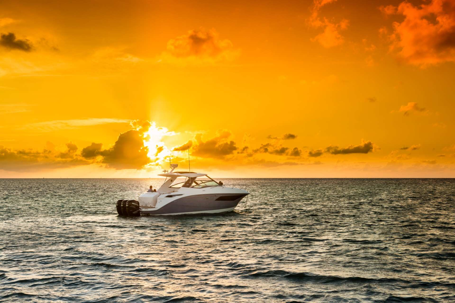 Sundancer 320 Outboard-sunset