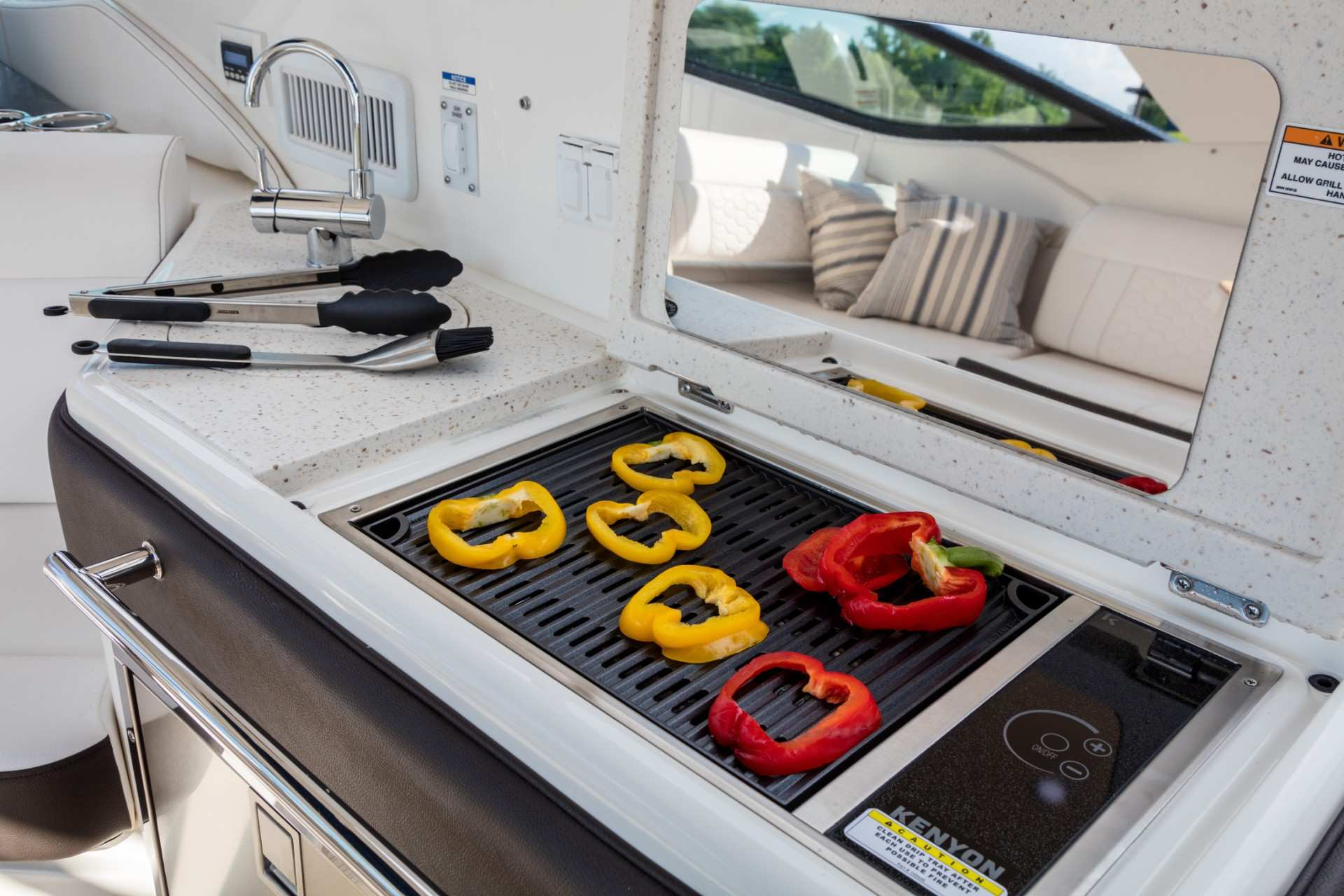 Sundancer 320 Outboard wet bar grill