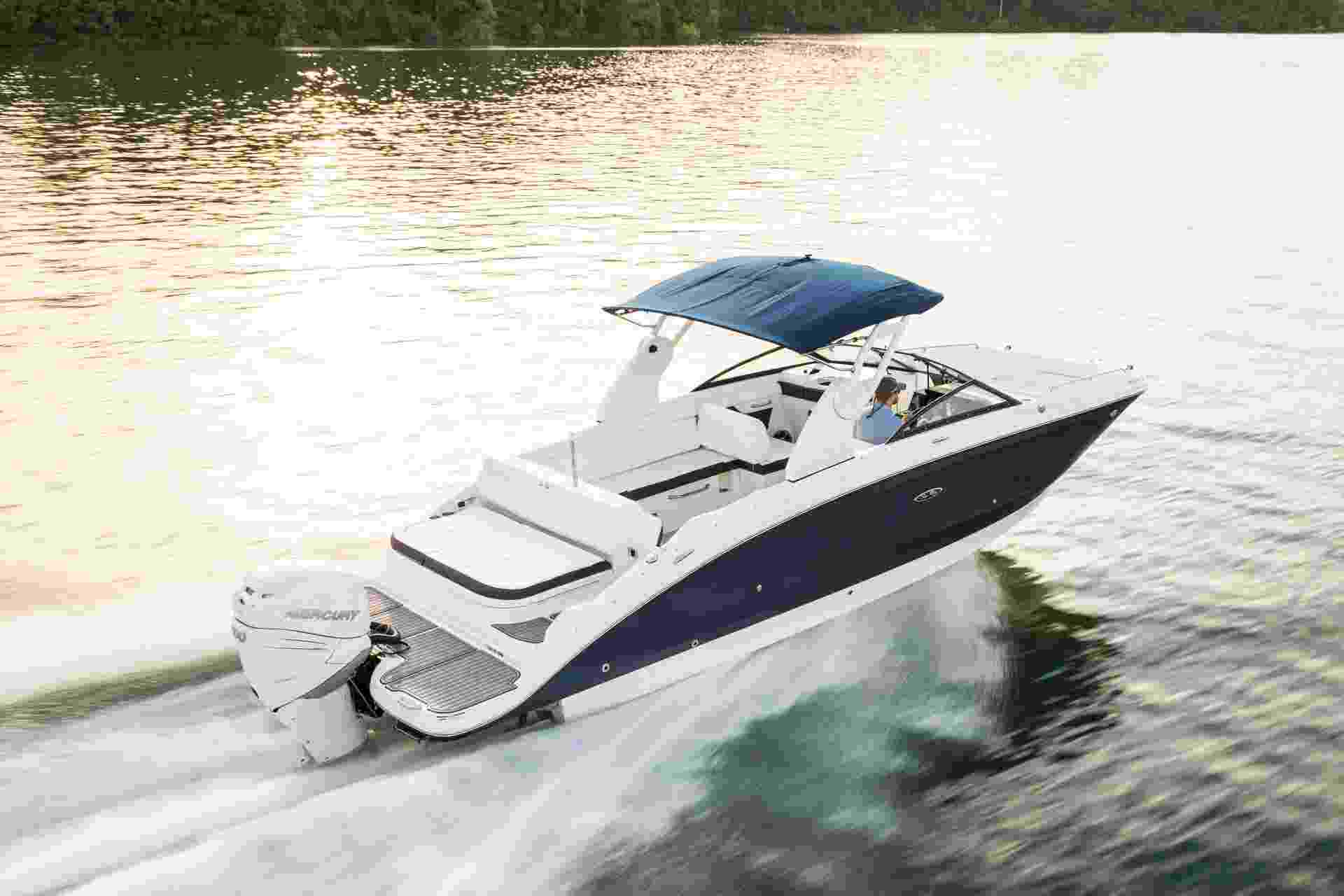 SDX 270 Outboard running starboard rear three quarter
